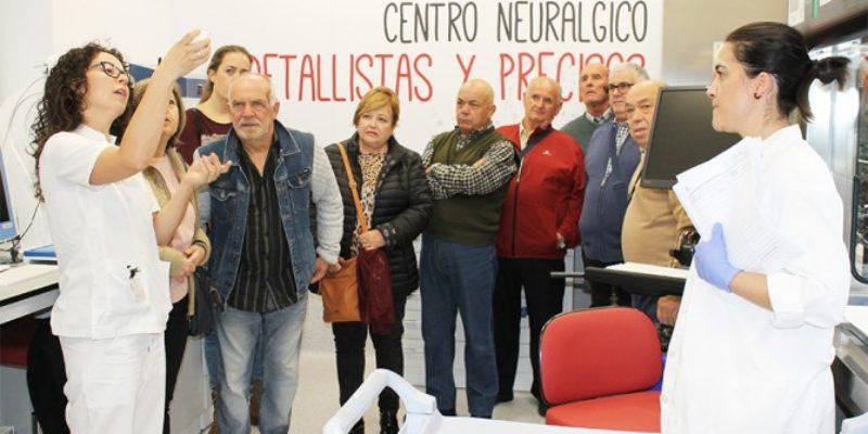 El Hospital del Vinalopó abre las puertas del laboratorio de Anatomía Patológica a sus pacientes.