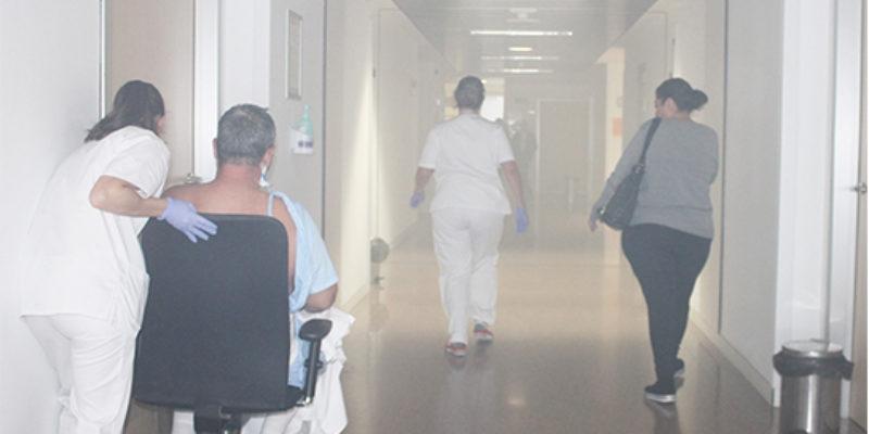 El Hospital del Vinalopó realiza un simulacro de evacuación por incendio en hospitalización.