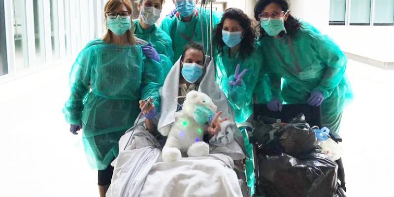 El Hospital Universitario del Vinalopó organiza paseos al aire libre con pacientes ingresados en la UCI