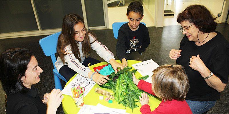 El Museo Paleontológico de Elche visita a los niños y niñas del Hospital del Vinalopó