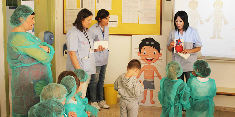 Vinalopó Salud transforma aulas escolares en quirófanos por un día