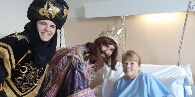 Los Reyes Magos realizan su tradicional visita a los pacientes del Hospital Universitario del Vinalopó