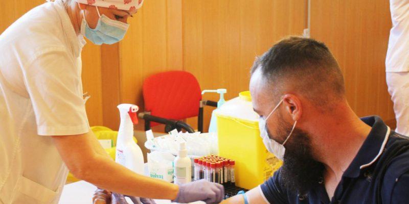 El Hospital del Vinalopó realiza test COVID-19 a la Policía Nacional de Elche