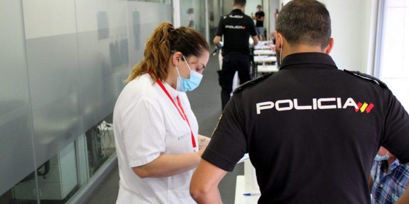 El Hospital Universitario del Vinalopó realiza test COVID-19 a la Policía Nacional