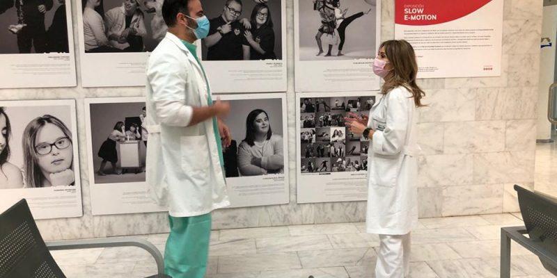 """Ribera da visibilidad a la diversidad funcional a través de la exposición """"Slow E-motion"""" en sus hospitales de Torrevieja y Vinalopó"""